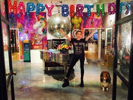 マイリー・サイラス Miley Cyrus 誕生日 恋人リアム・ヘムズワースからのサプライズプレゼント