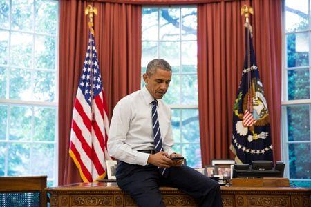 バラク・オバマ大統領 ホワイトハウス 執務室 携帯電話 スマホ