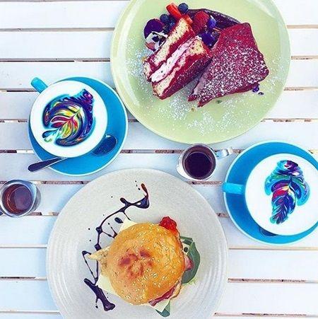 レイボー・ラテアート Rainbow Coffee Latte Art Piggy Back Coffee