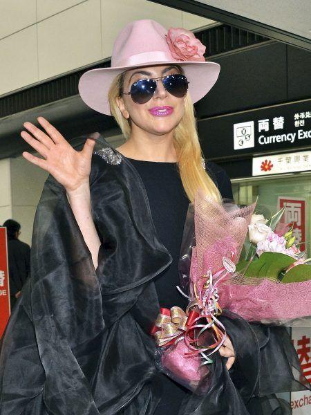 レディー・ガガ Lady Gaga 来日 成田空港