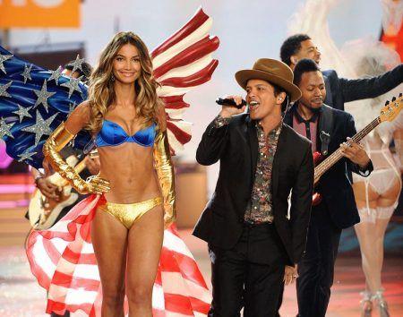 ブルーノ・マーズ Bruno Mars ヴィクシー・ショー ヴィクトリアズシークレット ファッションショー 2012