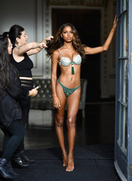 ジャスミン・トゥークス Jasmine Tookes ヴィクトリアズシークレット ヴィクシー ファンタジーブラ 舞台裏 撮影風景