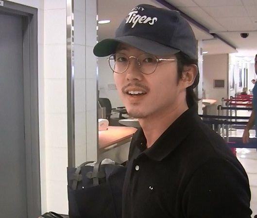 ウォーキング・デッド Walking Dead Glenn グレン役 スティーヴン・ユァン Steven Yeun 空港 インタヴュー