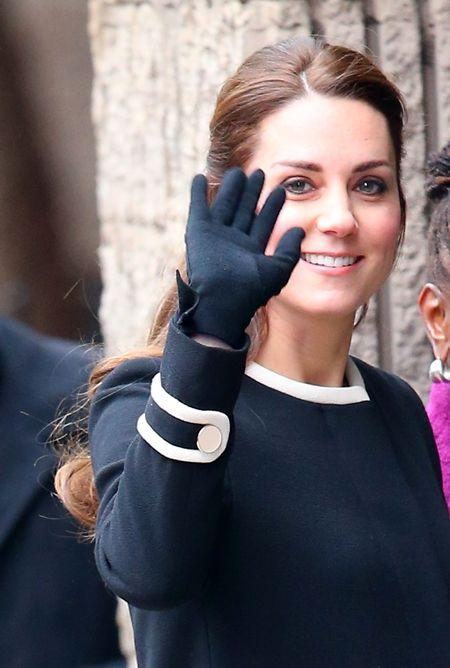 キャサリン妃 The Duchess of Cambridge  ケイト・ミドルトン Kate Middleton  手袋 愛用ブランド Cornelia James  コーネリア・ジェームス イギリス王室御用達 手袋 グローブ エリザベス女王 ダイアナ妃 日本でも買える