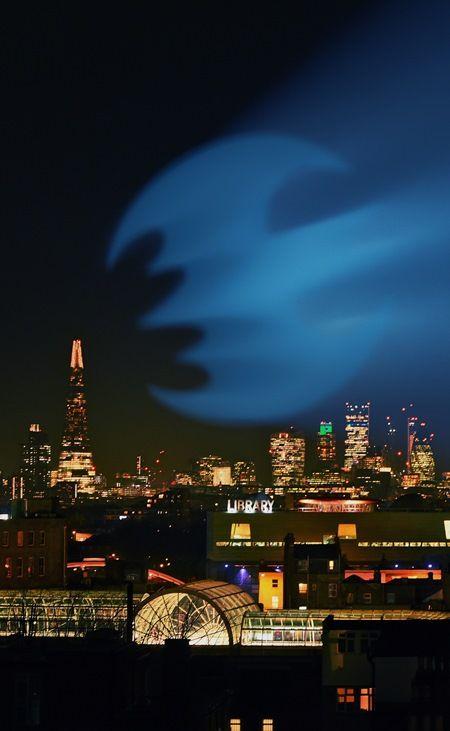 バットマン バットシグナル ロンドン ドローン Batwing