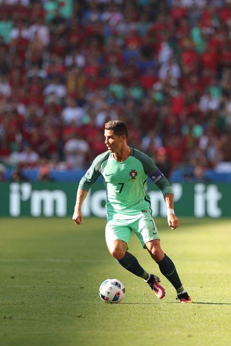 バロンドール  Ballon d'Or クリスティアーノ・ロナウド Cristiano Ronaldo リオネル・メッシ Lionel Messi 争奪戦 9年目 サッカー 名誉ある賞
