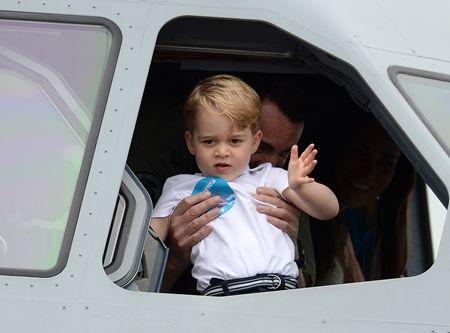 ジョージ王子 Prince George イギリス 2016年 総まとめ 総集編 一年を振り返る 総復習 ロイヤルファミリー イギリス王室 空軍 基地 お手ふり 飛行機の中