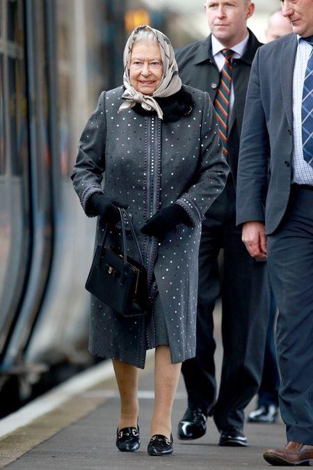 エリザベス女王  Queen Elizabeth イギリス 2016年 総まとめ 総集編 1年間振り返り 電車 一般の電車に乗る ボディガード