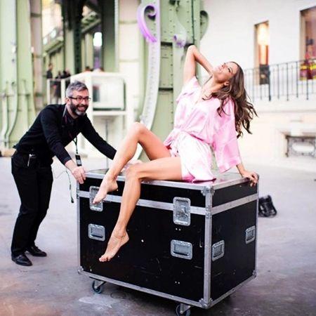 アレッサンドラ・アンブロジオ Alessandra Ambrosio Victoria's Secret ヴィクトリアズ・シークレット ファッションショー パリ バックステージ 裏側 リハーサル リラックス