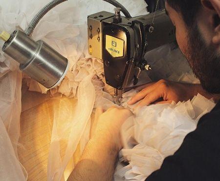 レディー・ガガ ドレス デザイナー 帰国時着用 Tomo Koizumi インタヴュー 制作風景 ドレス