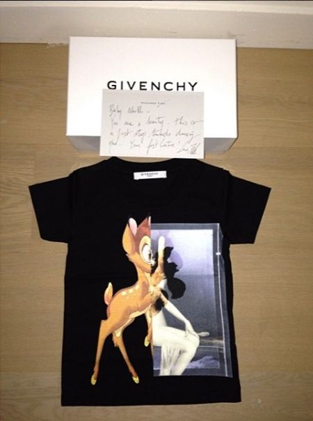 キム・カーダシアン Kim Kardashian ノース・ウェスト North West ジバンシイ Givenchy コレクション キッズ 初リリース 2017年 秋 特注ドレス