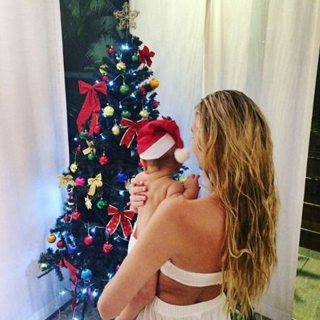 キャンディス・スワネポール Candice Swanepoel アナカン 子供 クリスマス 初めて サンタ 2016年 サンタコスプレ ベイビー セレブキッズ おしゃれ