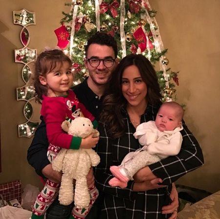 ケヴィン・ジョナス Kevin Jonas 子供 クリスマス 初めて サンタ 2016年 家族写真 ベイビー セレブキッズ おしゃれ 海外セレブ