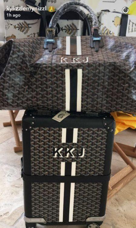 カイリー・ジェナー Kylie Jenner クリスマス プレゼント Goyard ゴヤール イニシャル バッグ