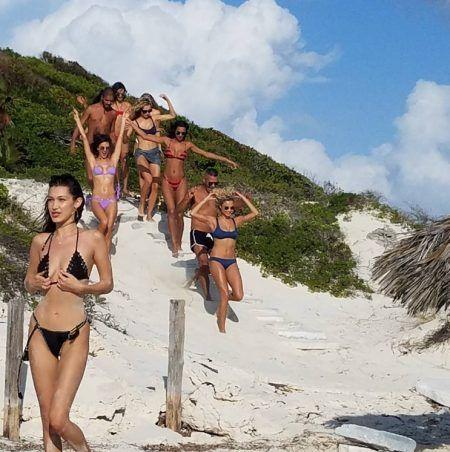 ファイア・フェスティバル Fyre Festival Fyre Cay ビーチ ベラ・ハディッド Bella Hadid Alessandra Ambrosio アレッサンドラ・アンブロジオ モデル