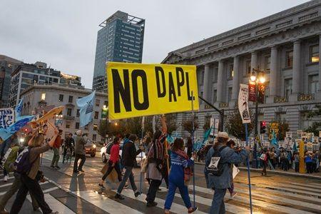 ダコタ・アクセス・パイプライン 抗議 デモ サンフランシスコ