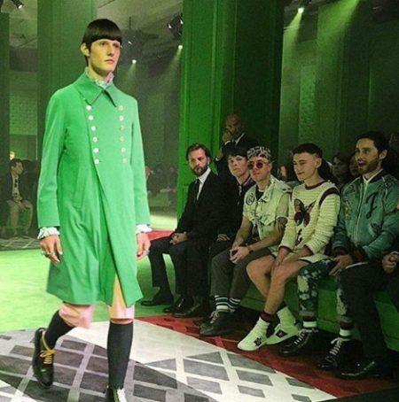 2017年の色 パントン Pantone グリーナリー Greenery Gucci ランウェイ ジャレッド・レト 運命の1着
