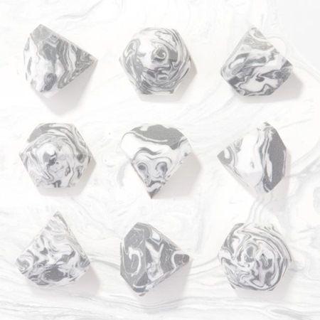 ミラクル・ダイヤモンド・スポンジ リアル・テクニクス Real Techniques Miracle Diamond Sponge