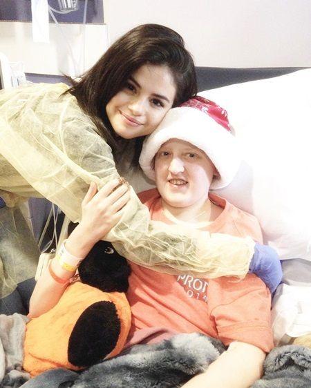 セレーナ・ゴメス selena gomez クリスマス・イヴ 病院訪問