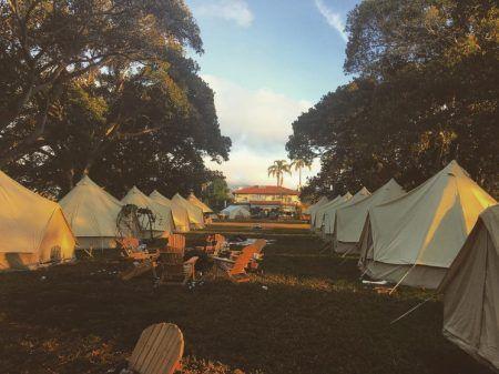 トローヤン・ベリサリオ ウェディング Troian Bellisario グランピング キャンプ テント