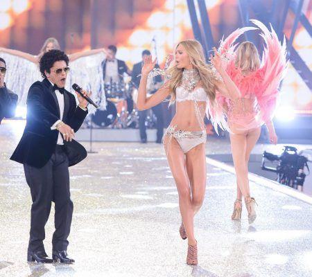 ブルーノ・マーズ Bruno Mars Victoria's Secret ヴィクトリアズ・シークレット ファッションショー 2016 ヴィクシー