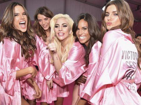 ヴィクトリアズ・シークレット・ファッションショー2016 レディー・ガガ Lady Gaga ヴィクシー・エンジェルズ