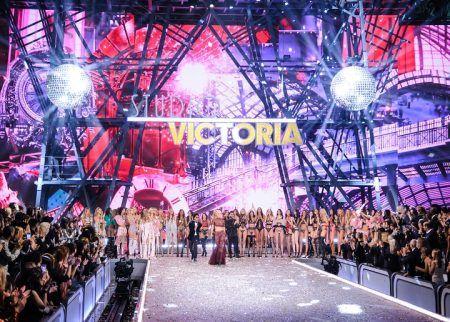 2016 Victoria's Secret Fashion Show ヴィクトリアズ・シークレット・ファッションショー