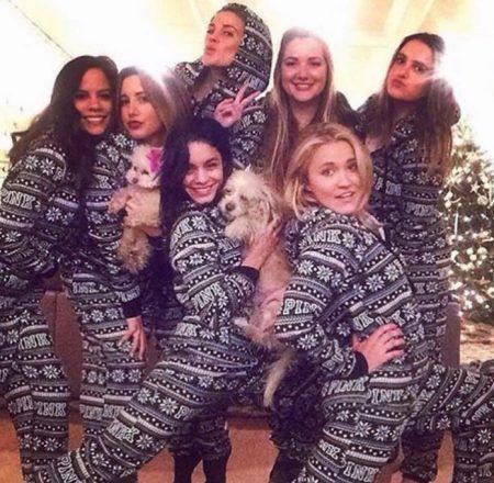 クリスマス おそろいパジャマ ヴァネッサ・ハジェンズ Vanessa Hudgens アシュレイ・ティスデール Ashley Tisdale エミリー・オスメント Emily Osment