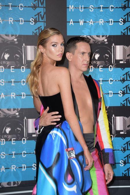 モスキーノ Moschino バービー人形 Barbie デザイナー ジェレミー・スコット Jeremy Scott ステラ・マックスウェル Stella Maxwell バービーコラボ バービー Barbie ケン Ken MTV VMAの衣装 人形 日本でも買える