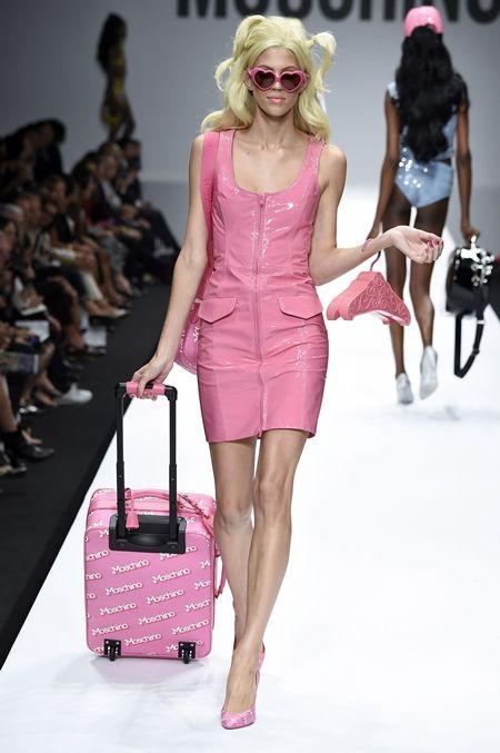 モスキーノ Moschino ランウェイ バービー Barbie セレブにも人気 可愛い ピンク 2015年春夏コレクション バービー仕様