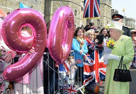 エリザベス女王  Queen Elizabeth イギリス 2016年 総まとめ 総集編 誕生日 90歳 パレード デコバルーン 国民がお祝い 4月