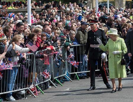エリザベス女王  Queen Elizabeth イギリス 2016年 総まとめ 総集編 誕生日 90歳 パレード デコバルーン 国民がお祝い
