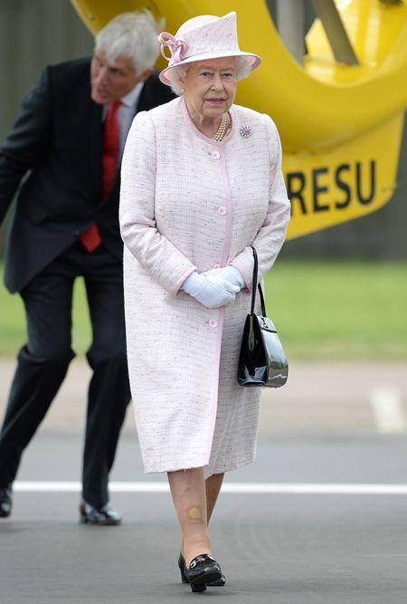 エリザベス女王  Queen Elizabeth イギリス 2016年 総まとめ 総集編 ウィリアム王子 新しい勤務先 見学 孫 給与は全額寄付 7月