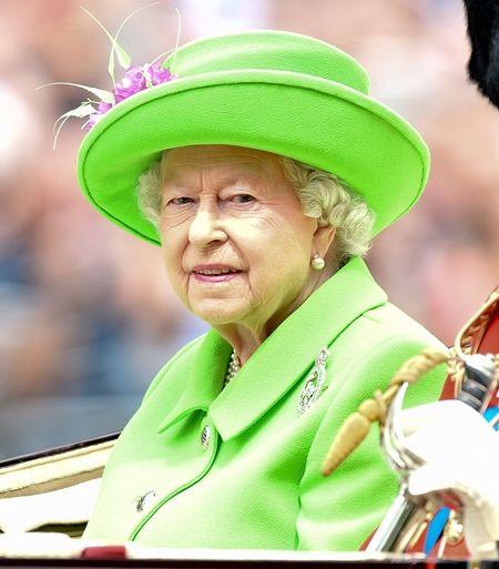 エリザベス女王  Queen Elizabeth イギリス 2016年 総まとめ 総集編 誕生日 90歳 パレード デコバルーン 国民がお祝い エリザベス女王は誕生日が2つある 6月 パレード ネオグリーン ファッション