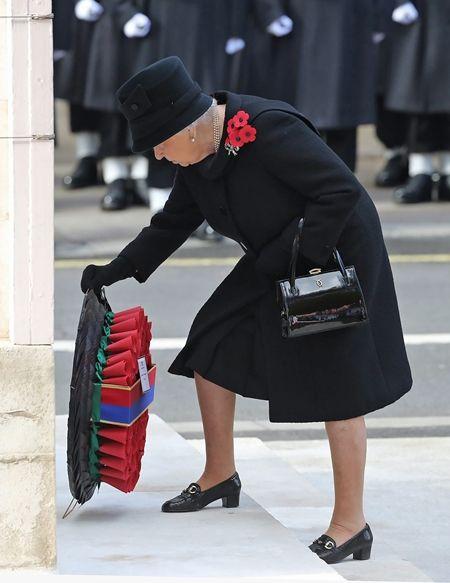 エリザベス女王  Queen Elizabeth イギリス 2016年 総まとめ 総集編 1年振り返り リメンバラス・サンデー 戦死者を追悼 ポピー 11月