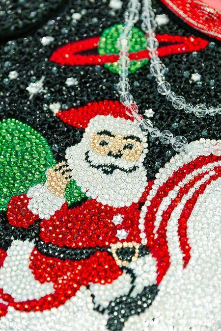 ティプシー・エルヴィス Tipsy Elves アグリーセーター Ugly Sweater  330万円 スワロフスキー 2万4274個 驚愕の値段 ダサい ダサいセーター アメリカ 欧米 人気