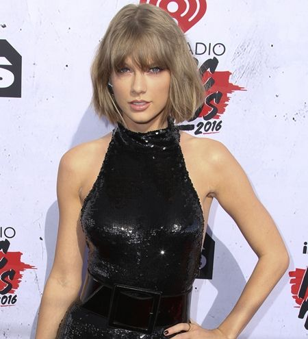 テイラー・スウィフト Taylor Swift 好きなお菓子 セレブ 好きなお菓子 お菓子 スナック カインドバー オレオ チートス