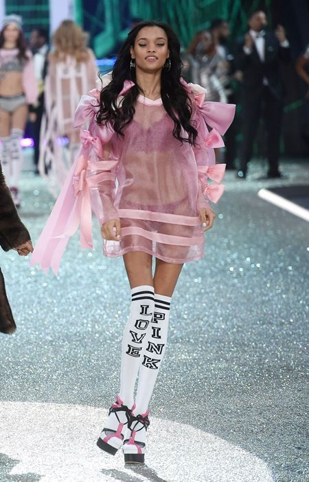 ヴィクトリアズ・シークレット・ファッションショー2016 ヴィクシーモデル ラメカ・フォックス