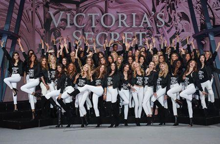 2016年度は51名のモデルがショーに出演した