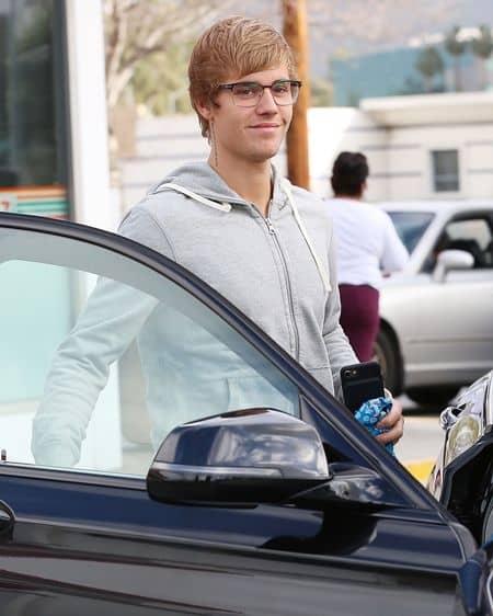 ジャスティン・ビーバー Justin Bieber  近況 最近 愛用ブランド 着用アイテム ガソリンスタンド パパラッチ