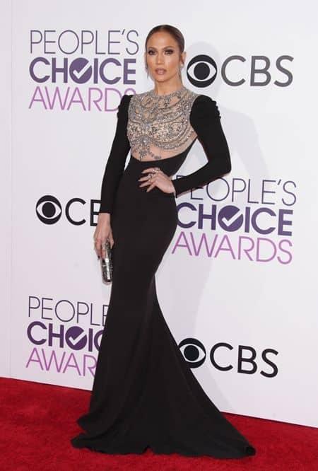 ジェニファー・ロペス Jennifer Lopez ピープルズ・チョイス・アワード people's Choice Awards 2017 レッドカーペット ドレス 豪華 受賞者 プレゼンター