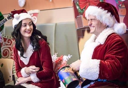ケイティ・ペリー オーランド・ブルーム ボランティア クリスマスにLA小児病院を訪問