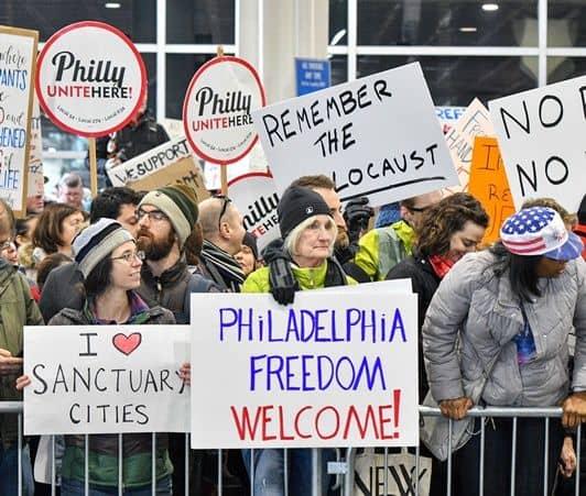 ドナルド・トランプ大統領令 アメリカ移民規制空港デモ フィラデルフィア国際空港