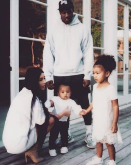 キム・カーダシアン Kim Kardashian カニエ・ウェスト Kanye West ノース North セイント Saint 家族写真 SNS復活 インスタグラム ツイッター スナップチャット 初投稿