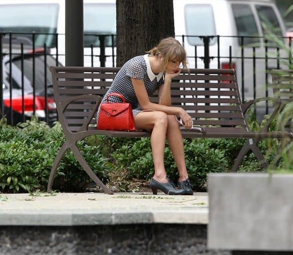 テイラー・スウィフト Taylor Swift ぼっち写真