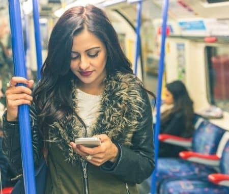 ロンドン 地下鉄 女性