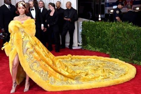 リアーナ Rihanna METガラ グオ・ペイ Guo Pei ドレス