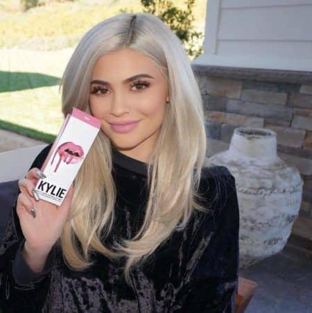 カイリー・ジェナー チャリティ Kylie Jenner スマイル・トレイン Smile Train リップキット 寄付