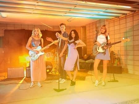 H&M Loves Coachella H&M コーチェラ コラボ コレクション ラッキー・ブルー・スミス 姉 バンド The Atomics 3月30日発売