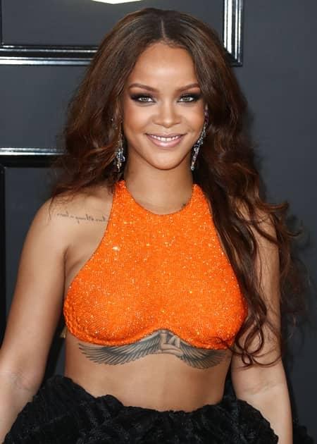 フェンティ・ビューティ・バイ・リアーナ Fenty Beauty By Rihanna リアーナ Rihanna  コスメライン フルラインナップコスメ 2017年 秋 発売 ホログラムリップ ピンク Fenty×Puma モデル セフォラ
